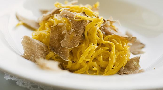 Pappardelle gratinate al tartufo bianco e fonduta di formaggi