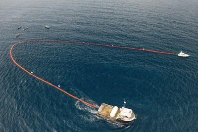SodaStream construit un dispositif marin massif pour recueillir les déchets plastiques de l'océan au large du Honduras