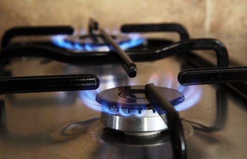 Come risparmiare in cucina: dal vino al gas, ecco alcuni utili consigli